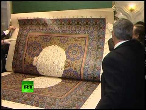 Видео: самый большой Коран привезли в Казань