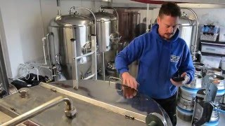 The micro brewing process. Thames Side Brewery, Staines upon Thames.