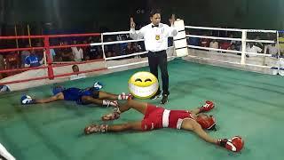 Нелепый двойной нокаут в любительском боксе.