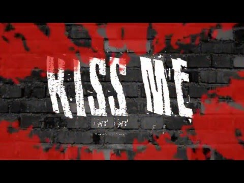 Kiss Me Like Nobody's Watching - Simple Plan [Lyric Video]