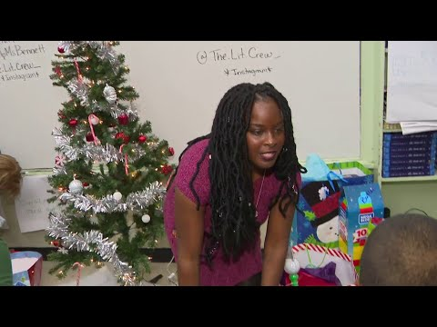 Miami-Dade teacher goes above and beyond for students at Christmas