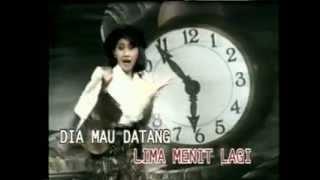 Download LIMA MENIT LAGI - INE SINTHYA - YouTube.flv sity.galek
