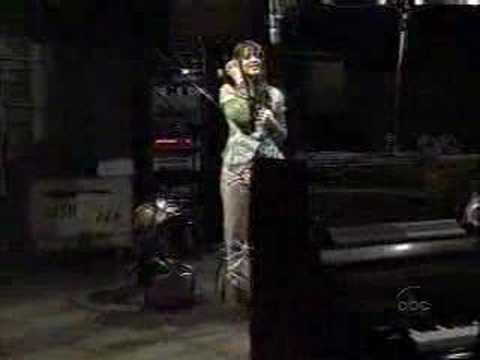 GH: Brook Lynn sings