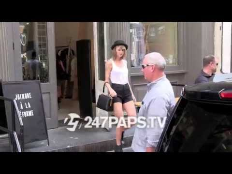(Exclusive) Taylor Swift shopping with Karlie Kloss in Tribeca NYC 07-21-14