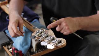 Як встановити краплі зігнувши Д-тюнера на ваш бас Фендер (Частина 2 з 2)