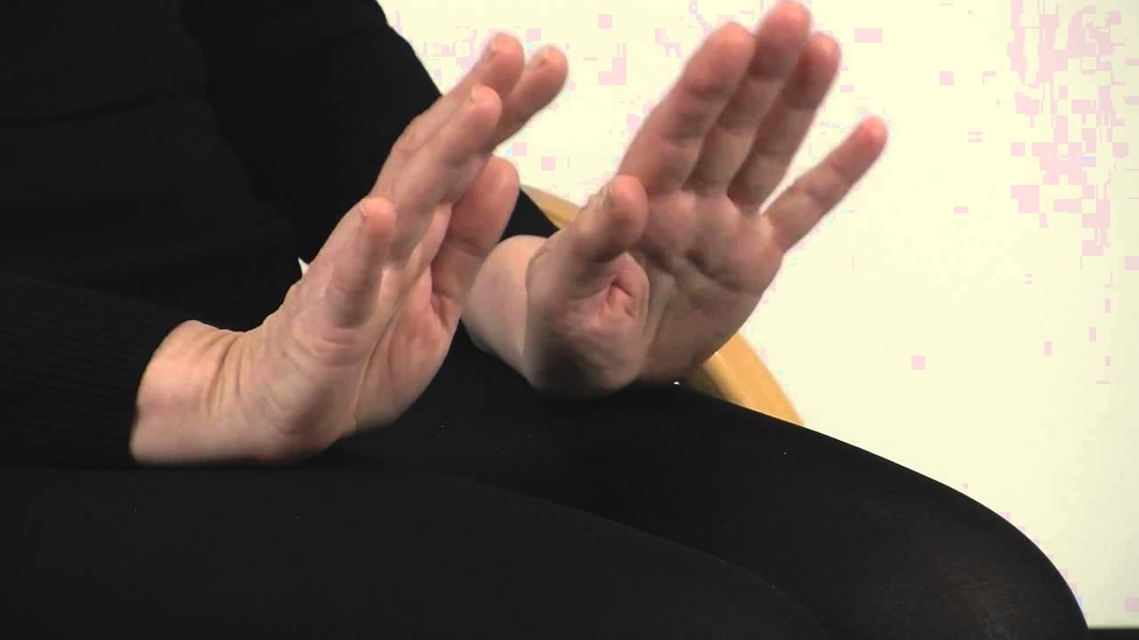 Ergotherapie oefening: hand optillen - YouTube