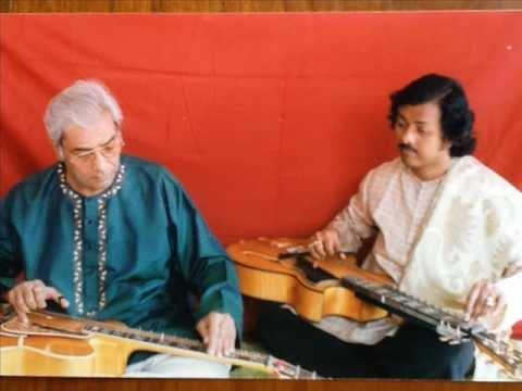 Pt.Brij Bhushan Kabra,exponent of slide guitar with his disciple Debashish Bhattacharya(Jayjawanti)