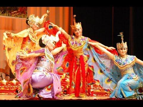 TARI MERAK  Peacock Dance  Saung ANGKLUNG Udjo  KBRI