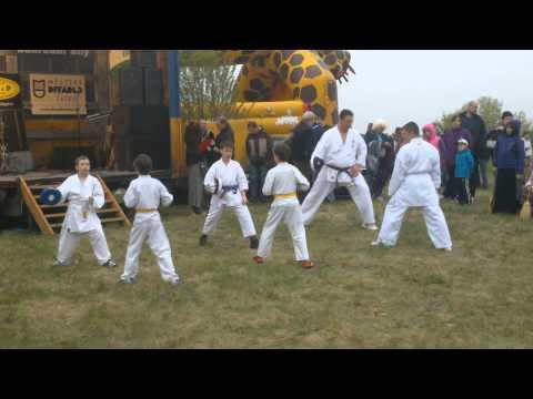 Ukázka cvičení karate 30.4.2013 K500 Pálení čarodějnic Žatec