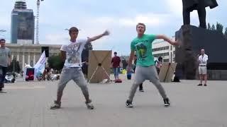 видео приколы Пацаны жгут танцы