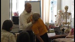 Быстрый прием остеопата - 30 сек и боли в шее и спине нет