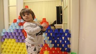 pratik oyun, renkli bardakları diziyoruz, Play With Colored Cups-Funny Kids Video