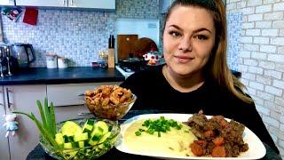 Мукбанг! ПЮРЕ с ПЕЧЕНЬЮ! Пюрешка с куриной печенью, свежий огурец, салат с маринованным огурцом.