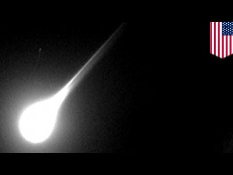 Police dashcam video shows fireball shooting across the night sky - TomoNews