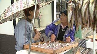輪島市中心部で今も残るリヤカーを押して魚を売る光景。 行商の歴史は10...