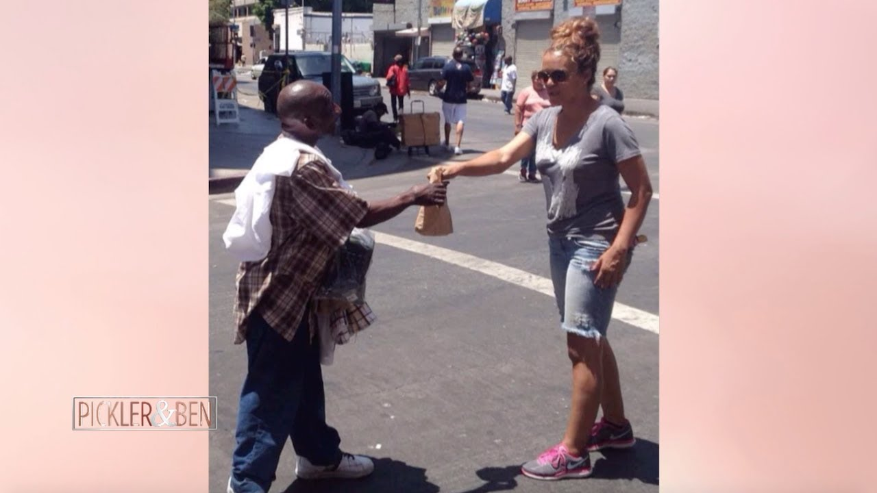 4b33d9b4b9 Brown Bag Lady Has Dedicated Her Life to Feeding the Homeless
