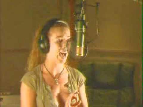 девчонка класно поёт.flv
