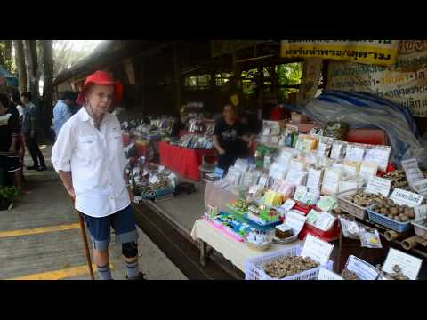 We visit a herbal medicine market near the Caves in Chiang Dao