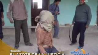 Repeat youtube video Comuneros capturan y azotan a ladrón en Ayacucho
