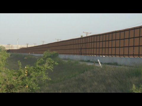 Texas town split on Trump's plan for Mexico border wall