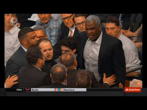 Charles Oakley escorted out of Madison Square Garden after shoving security