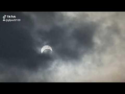 天文奇景 日偏蝕 - YouTube