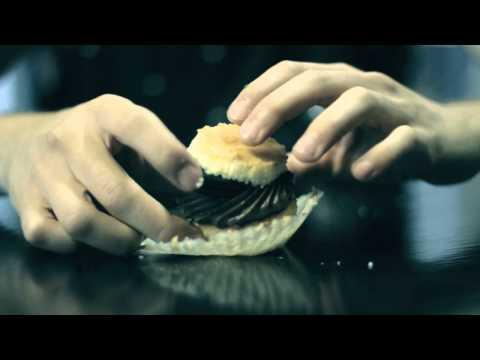 How to Eat a Cupcake, Like a Gentleman | FOODBEAST LABS