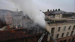 Torino, a fuoco il tetto della Cavallerizza Reale patrimonio dell'Unesco