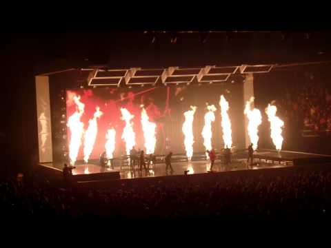 Bruno Mars - Grenade (24K Magic World Tour - MN 8-5-2017)
