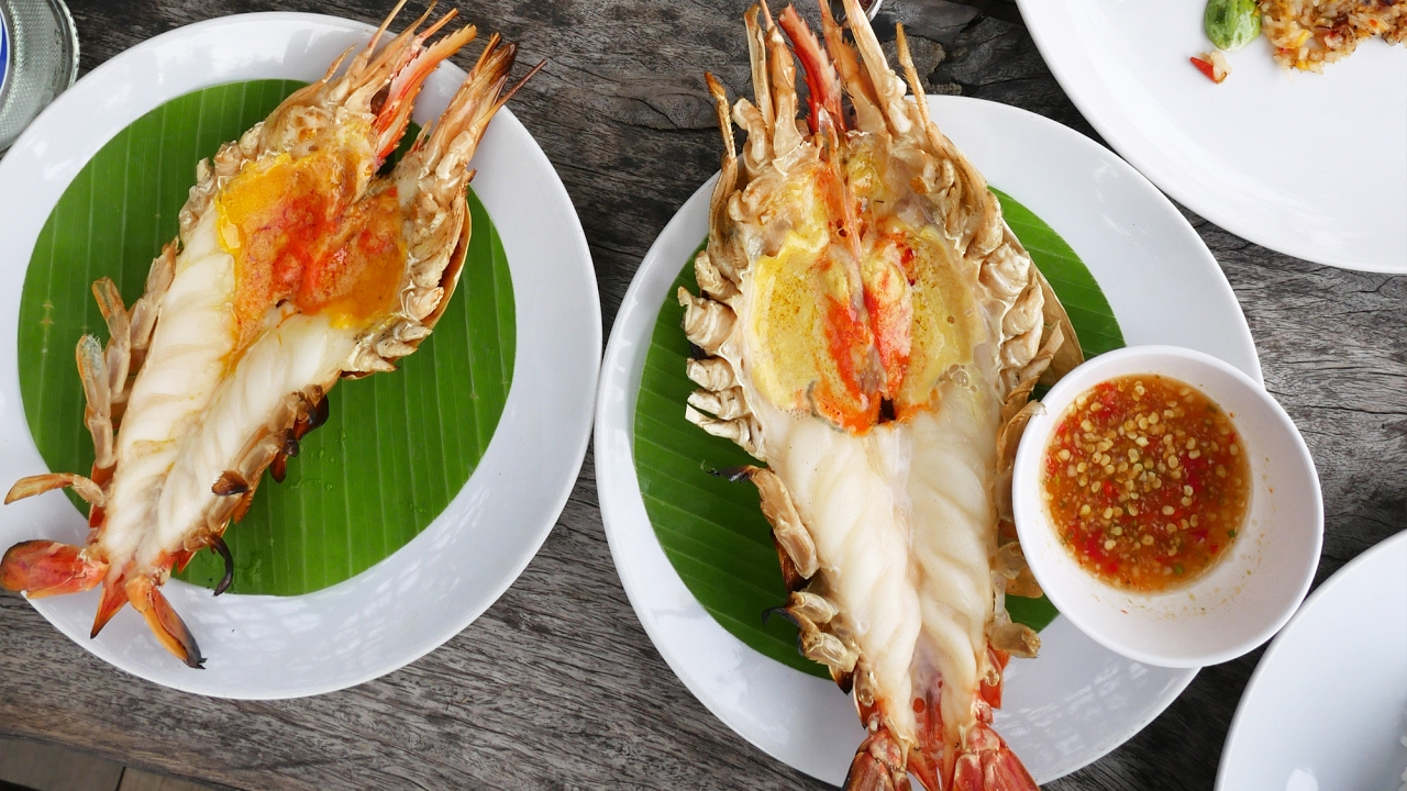 Ayutthaya Day Tour - HUGE Freshwater Shrimp in Thailand! เที่ยวอยุธยา  กินกุ้งแม่น้ำจัมโบ้ มันเยิ้ม