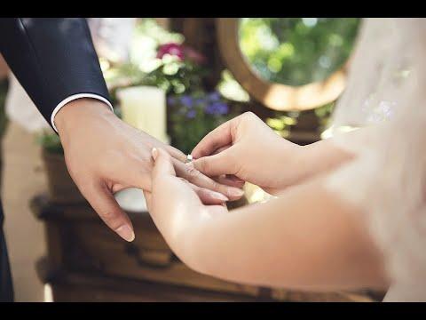 فوق سطح القمر.. عرض الزواج الأكثر جنوناً في العالم  - 11:22-2018 / 7 / 8