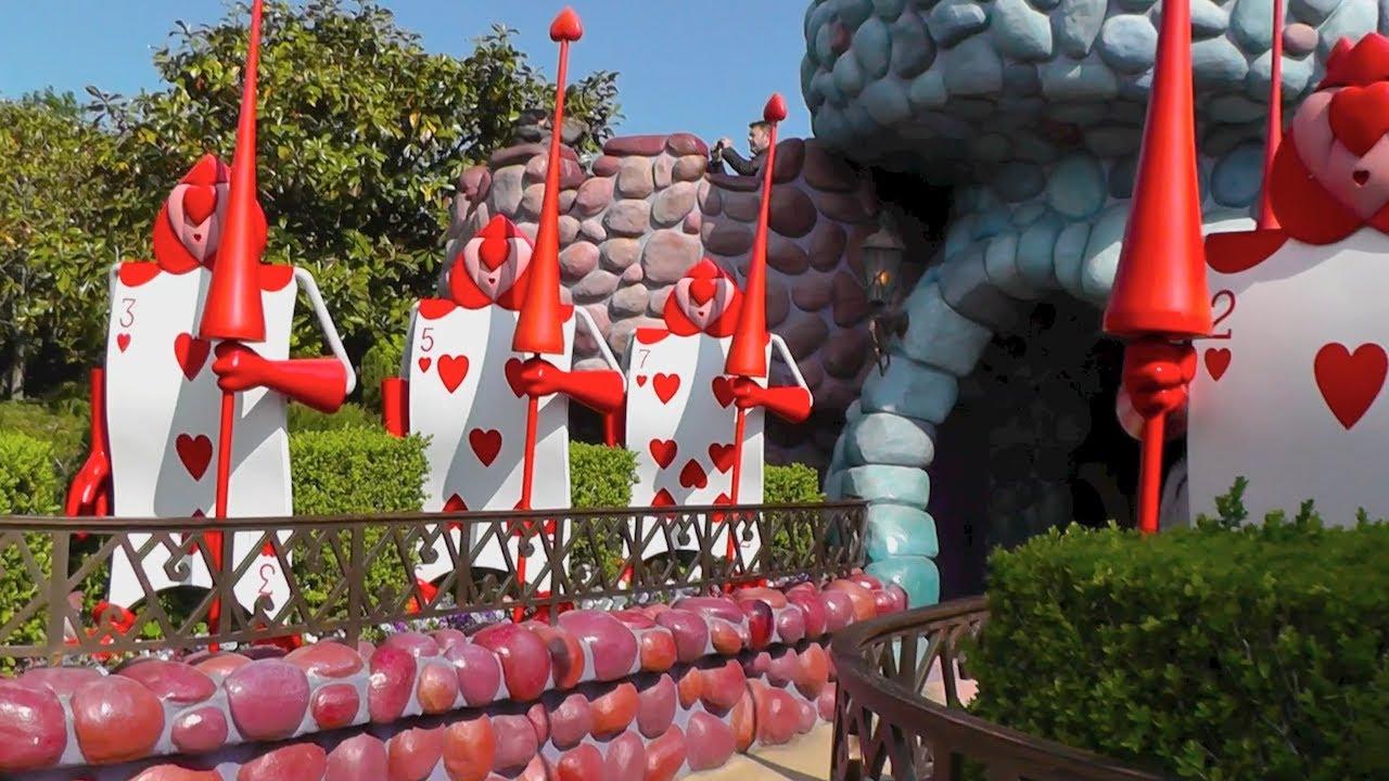 Alice S Curious Labyrinth Walk Through At Disneyland Paris