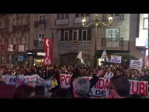Multitudinaria manifestación en Vigo por una Atención Primaria