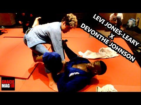 Exclusivo: O treino de Levi Jones-Leary e Devonthe Johnson nos bastidores do World Pro