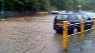 outo kumpu  floods sheffield nr meadowhall 2007 yorkshire