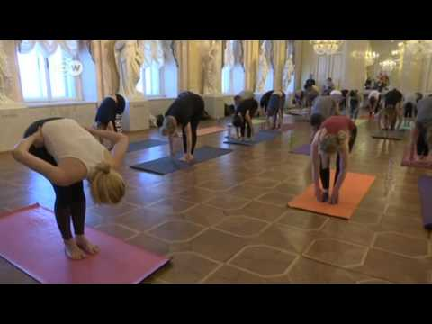 Yoga In der Albertina Museum / Deutsche Welle TV