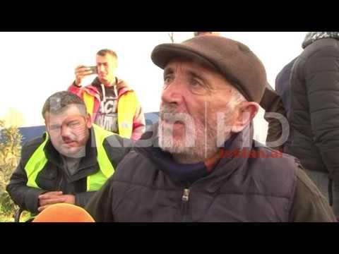 Në këmbë drejt Tiranës, grevistët e Zharrëzës mbërrijnë në Lushnjë