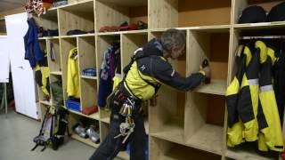 Rega: Gleitschirmpilot verheddert sich in Seilbahnkabel