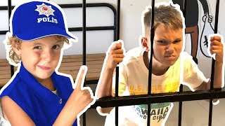 Mania Teaches Professions for Kids with A Fun Pretend Play Story