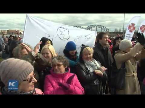 RAW: Medics demand more funding for Latvian health sector in picket