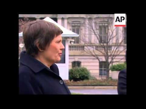 WRAP NZ PM Helen Clark meets Bush; meeting with Gates