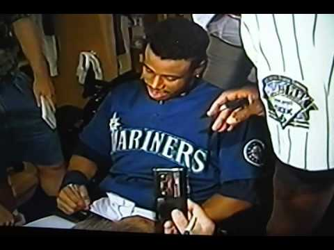 low priced cf4d6 eede5 Michael Jordan Asking For Ken Griffey, Jr.'s Autograph at 1993 All Star  Game!