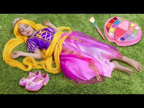 София Принцесса Рапунцель, Играет в  салоне красоты с детской парикмахерской
