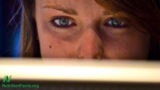 Léčba očí namožených z počítače pomocí stravy