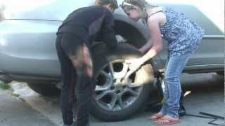 Replacing rear brake pads, kids can do it/Замена тормозных колодок