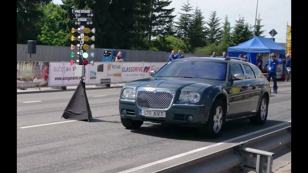 Chrysler 300c 5 7 Hemi Awd 1 8mile Drag Race Youtube