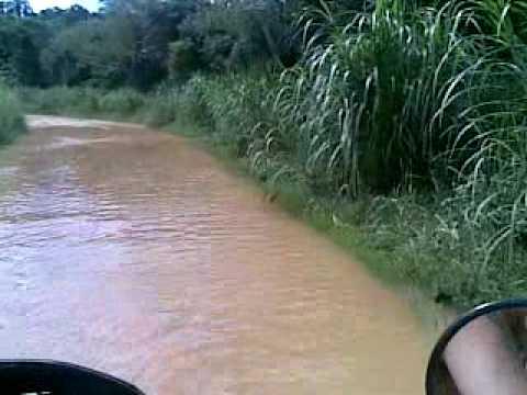 xlx trilha Atravessando rio de Moto