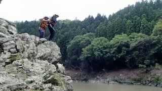 保津川ラフティング名物「飛び込み岩」からのジャンプ①20140607