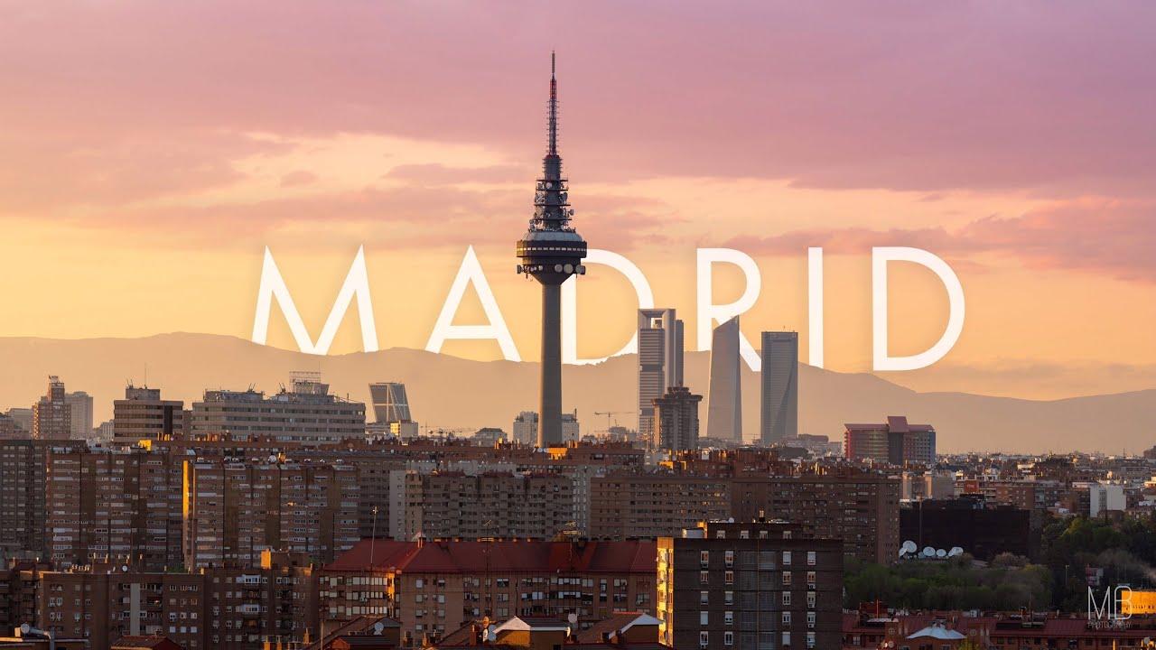 Viajamos a Madrid la bella capital de España, la ciudad que nunca duerme y con lugares preciosos y emblemáticos. La hospitalidad de sus gentes es conocida mundialmente. Nos vamos de viaje por los principales rincones de nuestra querida Madrid.