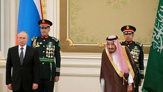 شاهد: مراسم استقبال الرئيس الروسي من قبل العاهل السعودي في الرياض…